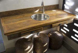 Móveis Rústicos: móveis de madeira que combinam com uma decoração moderna.
